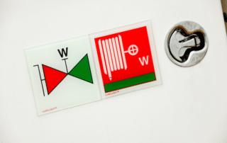 simboli IMO installati a bordo di uno yacht