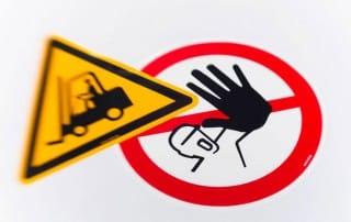 Esempi di cartelli di segnalazione e divieto